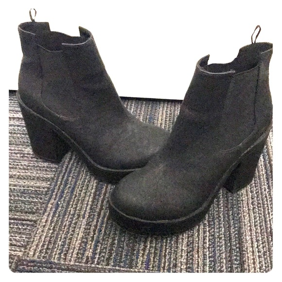 43a04fa2936 Divided Shoes - DIVIDED Chunky Cleated Heel Chelsea Boots